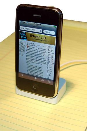 Iphone_in_dock2_2